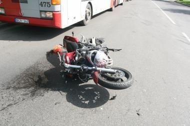 Šilainiuose partrenktas motociklininkas