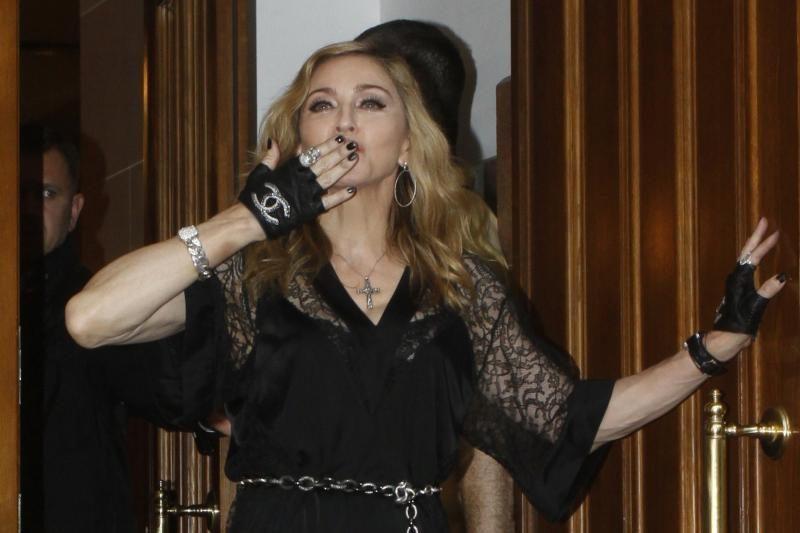 Popmuzikos žvaigždė Madonna surengė improvizuotus šokius restorane