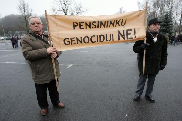 Seimas nesutiko sumažintas pensijas mokėti tik iki 2010-ųjų pabaigos