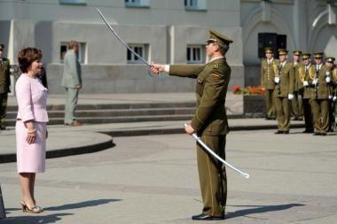 Prie Prezidentūros – iškilminga laipsnių suteikimo kariūnams ceremonija