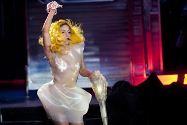 Lady Gaga ragina panaikinti draudimą gėjams tarnauti JAV kariuomenėje