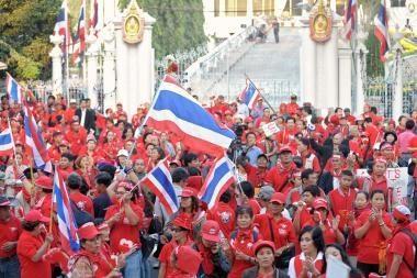 Tailando sostinėje blokuojamas parlamentas