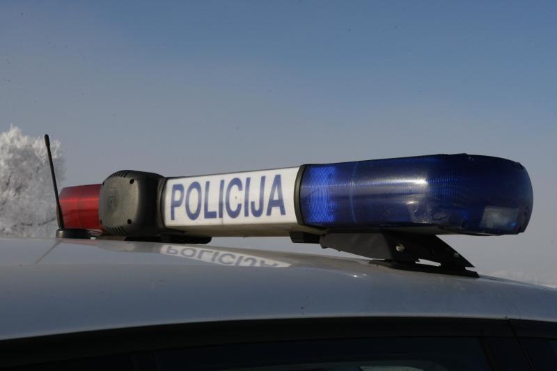 Klaipėdos policininkai paslydo slidžioje gatvėje
