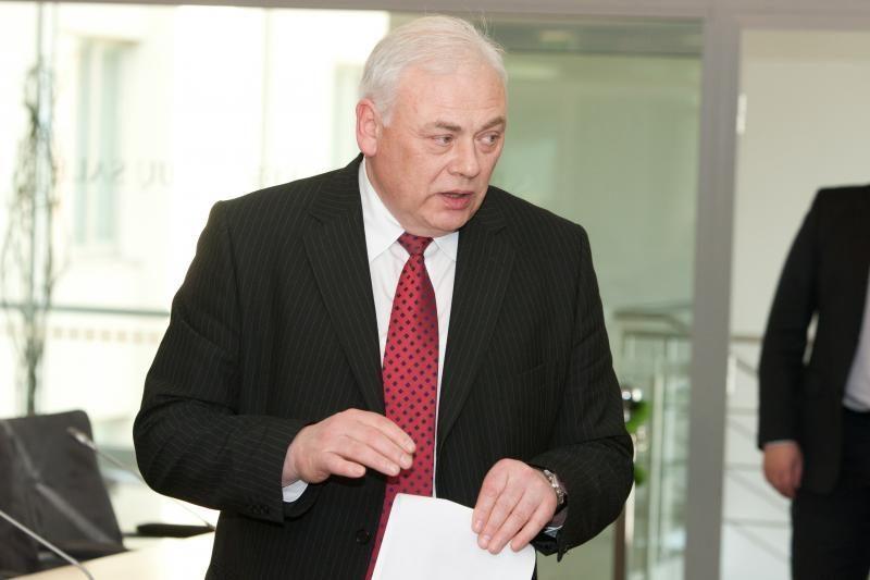 Ministras: norime oficialiai su komisija peržiūrėti P.Gražulio sulaikymo įrašus