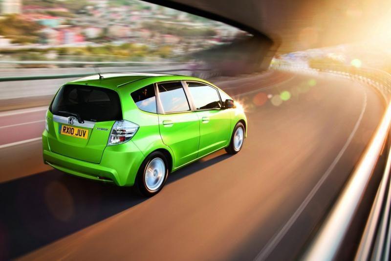 Vairuotojai sutinka, kad dieną įjungti automobilio šviesas yra būtina