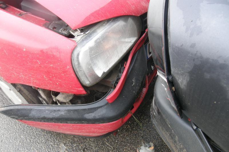 Vilniuje girtas BMW vairuotojas daužė automobilius