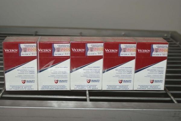 VMI: rusiškų cigarečių ir alkoholio laikyti namuose galima mažiau