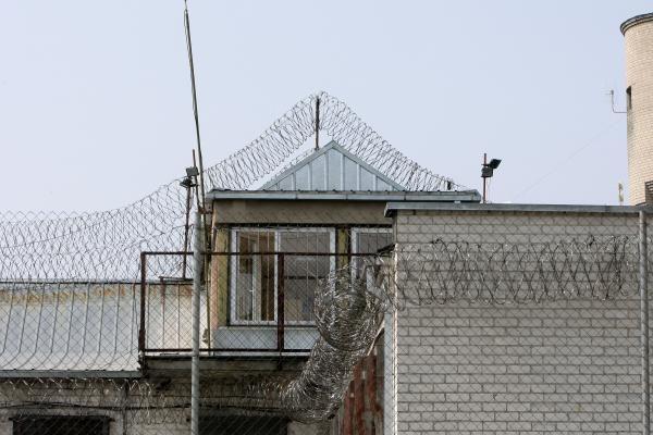 Į kalėjimą sūnui atvežtame televizoriuje tėvas paslėpė narkotikus