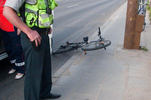 Per avariją sužalotas dviračiu važiavęs paauglys
