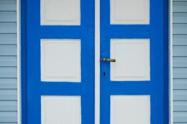 Vilniuje prakalbės pastatų durys