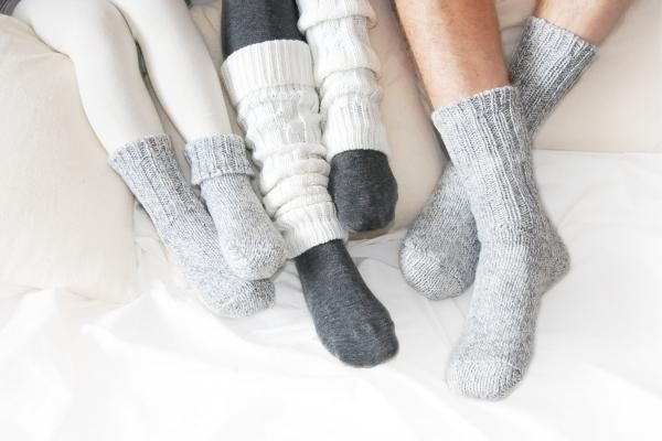 Kariai ir jų šeimos nariai raginami megzti šiltas kojines Afganistano vaikams