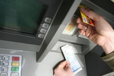 Žada stiprinti bankomatų saugumą