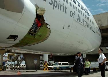 Australų lėktuvas avariniu būdu nusileido Filipinuose (nuotr.)