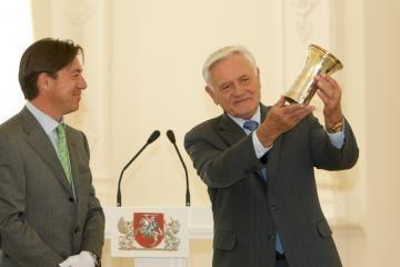 Sapiegų taurė rodoma Vilniuje