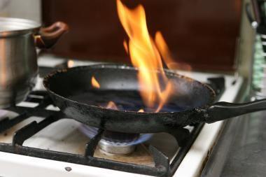 Senutė sukėlė gaisrą virtuvėje