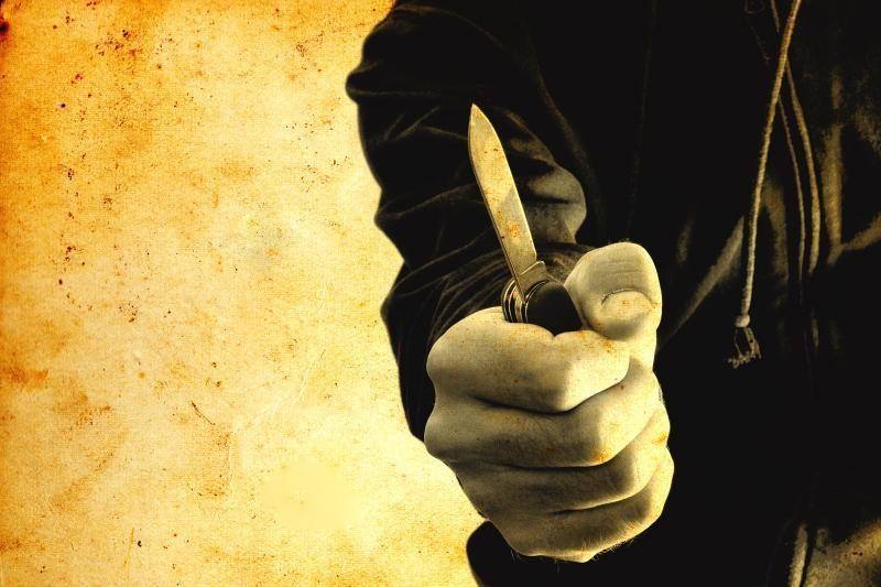 Jaunas klaipėdietis su peiliu švaistėsi prieš tėvą