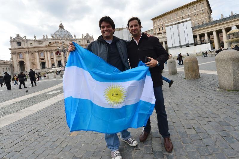 Popiežius ragina argentiniečius kelionės pinigus skirti labdarai