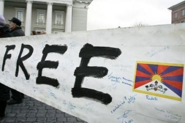 Savivaldos grimasos Tibeto skvere