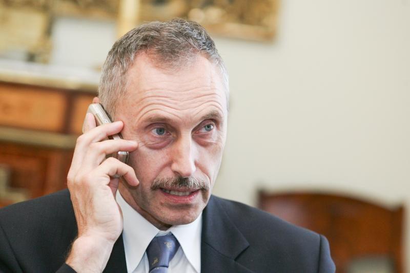Opozicija klausia valdančiųjų, ar turi būti atstatydintas A.Sekmokas