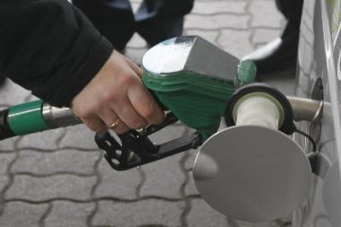 Benzinas ir dyzelinas Baltijos valstybėse toliau brangsta tik Lietuvoje
