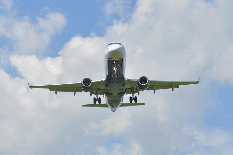 Tualete rūkiusios dvi poilsiautojos sukėlė grėsmę lėktuve