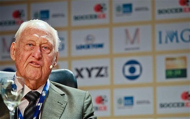Ilgametis futbolo valdovas J.Havelange'as atiduotas į medikų rankas