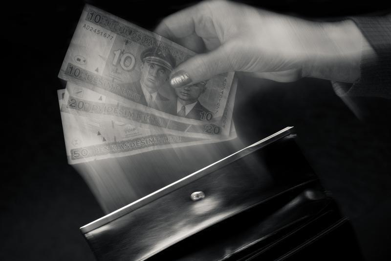 Vilnietė verslininkė įtariama davusi kyšį mokesčių inspektorėms