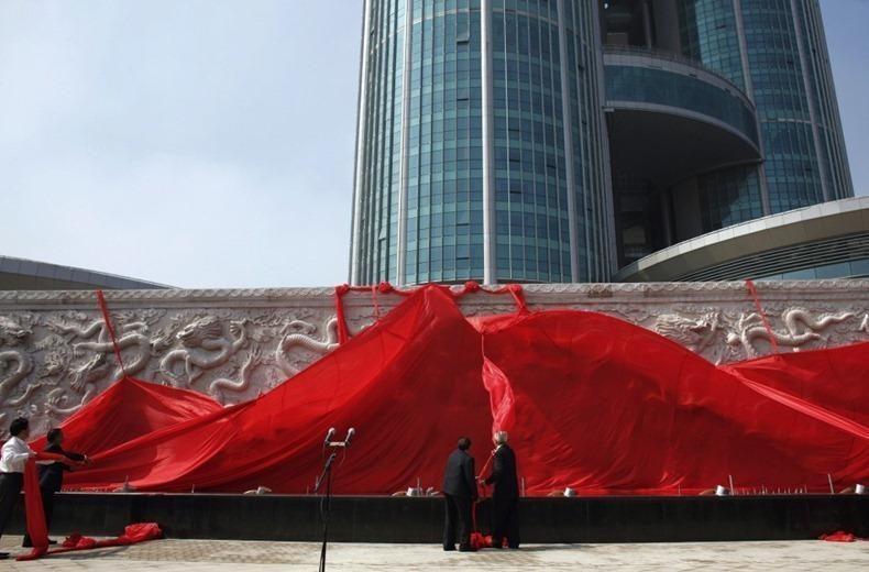 Kinija: JAV ritasi į bedugnę, iš kurios neįmanoma išsiropšti