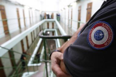 Prancūzijos kalėjimams pažerta kritikos