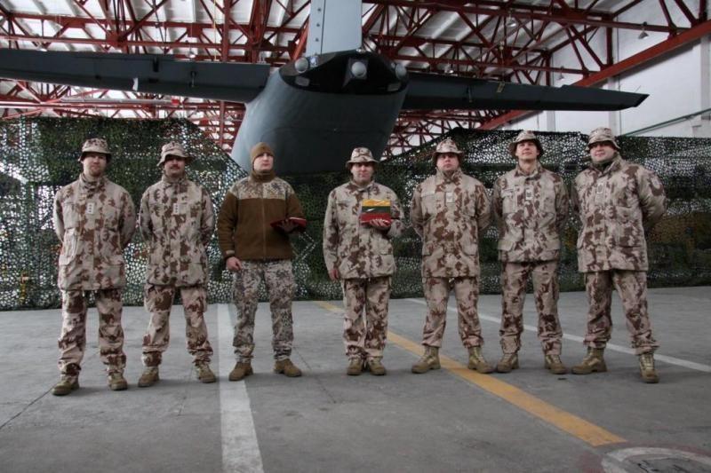 Į misiją išlydėtiems kariams namus primins gintaras ir duona