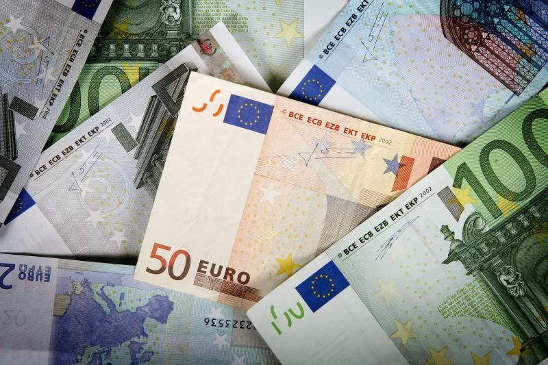 Graikijos finansų pareigūnai įtariami mokesčių vengimu
