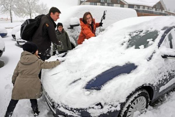 Kelininkai įspėja vairuotojus dėl kritulių būti atsargius