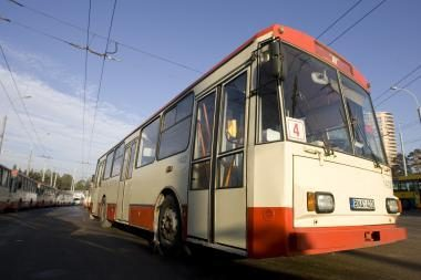 Troleibusų ir autobusų darbuotojai užmiršo 13-as algas