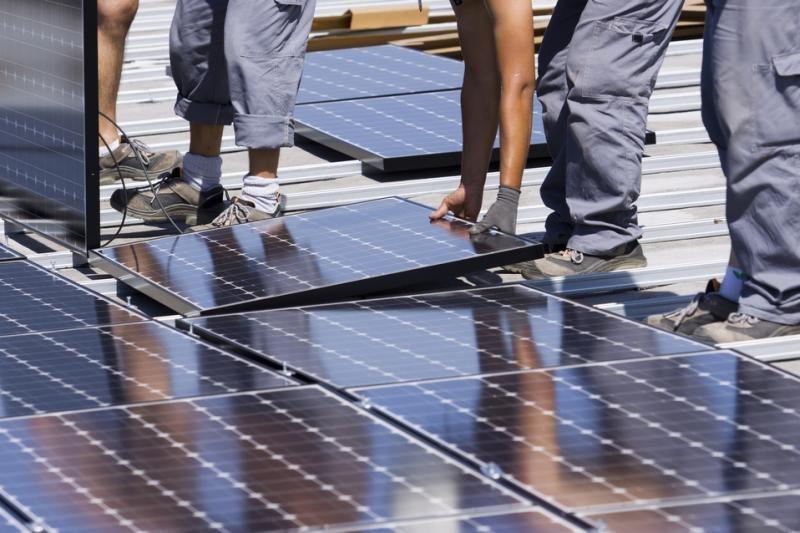 Tarp gavusių leidimus saulės elektrinių plėtojimui - verslo elitas