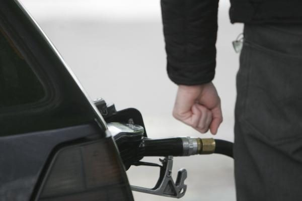 Degalų prekeiviai muitinei siūlosi padovanoti degalų matavimo įrangą