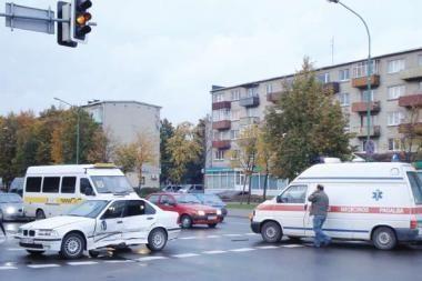 Greitosios pagalbos automobiliai nukentėjo avarijose
