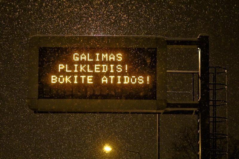 Naktį eismo sąlygas Lietuvoje sunkins plikledis