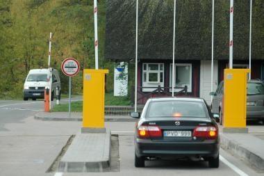 Įvažiavimas į Neringą: vairuotojų kantrybę bando mokėjimo automatai