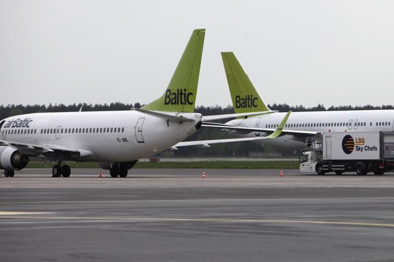 """Estijoje nerekomenduoja naudotis """"air Baltic"""" paslaugomis"""