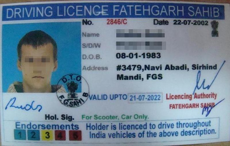 Į Lietuvą latvis atplaukė su suklastotu indišku vairuotojo pažymėjimu