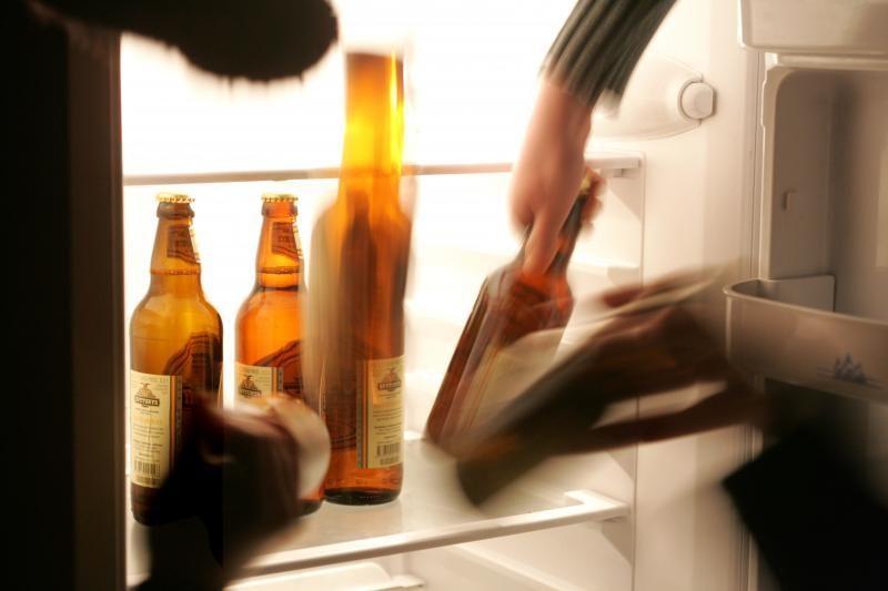 Mįslė: kaip nubausti neatidarytą butelį pardavusį barmeną?