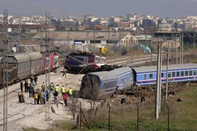 Graikijoje susidūrus traukiniams nukentėjo 15 žmonių