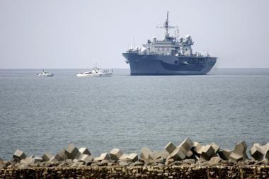 JAV karinis laivas atplukdė pagalbą