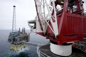 Pasaulio rinkose mažėja naftos paklausa