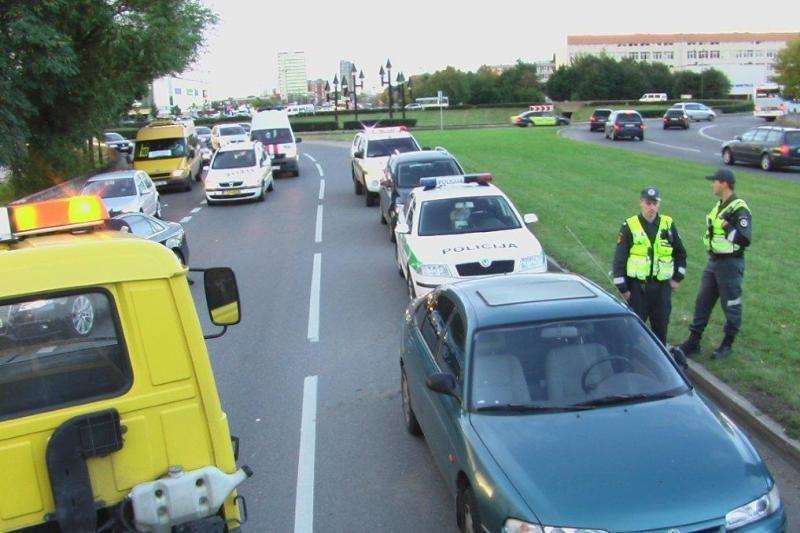 Girtas vairuotojas dar padidino vakarines transporto spūstis