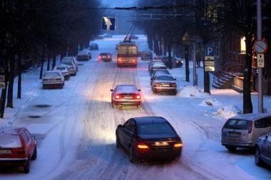 Keliuose pavojinga, patariama atidėti keliones