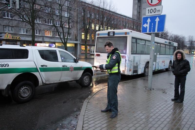 Klaipėdos centre staigiai stabdant autobusą, nukentėjo keleiviai