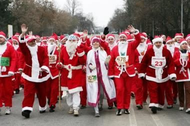 Sostinės gatvėmis - tradicinis Kalėdų senelių bėgimas