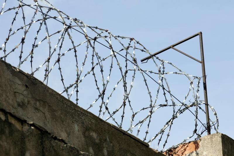 Utenos areštinėje nuteistasis prarijo peiliuko geležtę