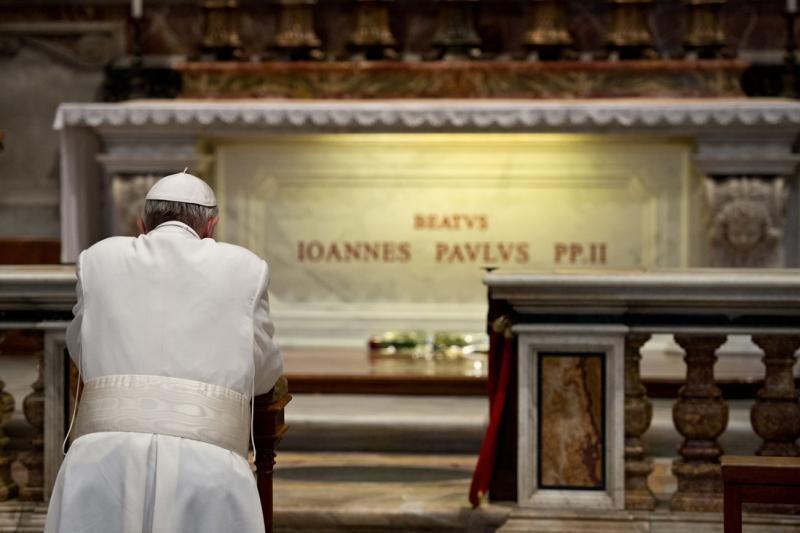 Popiežius Pranciškus aplankė Jono Pauliaus II kapą